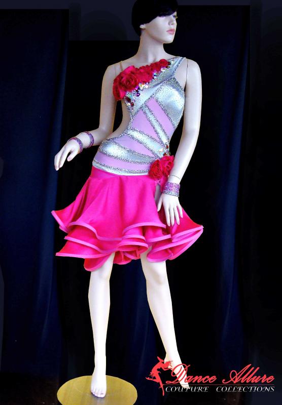 リカルド・コッキのパートナー、ユリア・ザゴルイチェンコをメインとしてドレスを制作していたアメリカのメーカー「Dance Allure」の衣装。